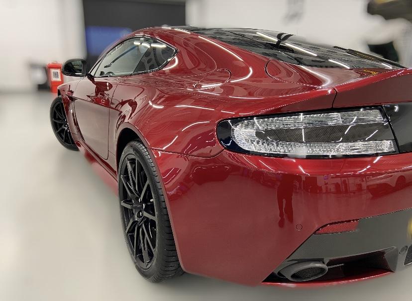 Diavolo Red Aston Martin V12 Vantage